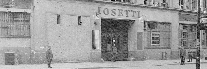 Werkstor von Josetti mit Rotarmisten