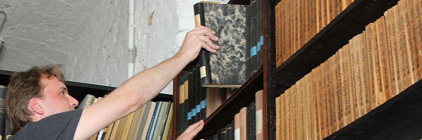 In der Bibliotek des Wirtschaftsarchivs (Foto: BBWA)
