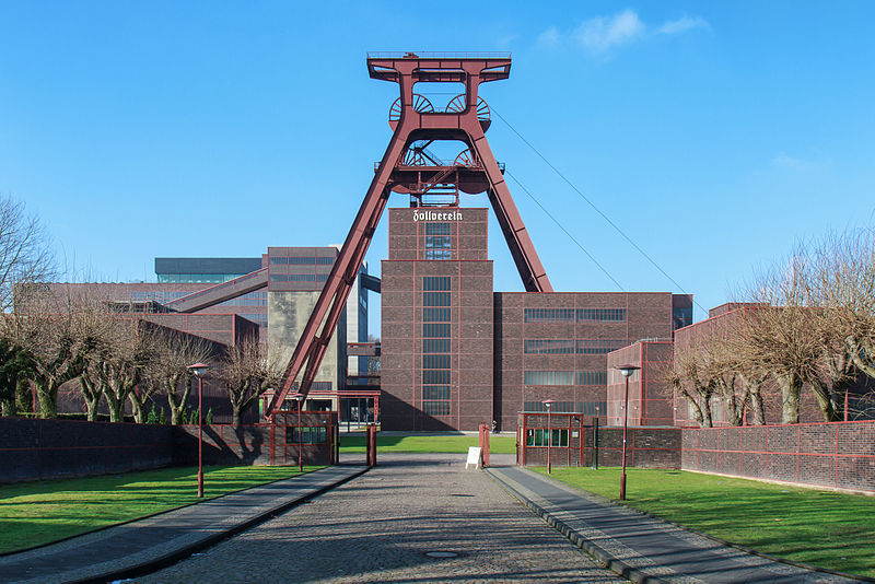 Essen, Zeche Zollverein, Haupteingang, Foto: Avda, Lizenz: CC-BY-SA-3.0 (https://creativecommons.org/licenses/by-sa/3.0/deed.en)
