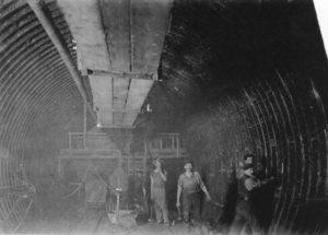 Inneres einer Schleusenwand beim Bau des Elbtunnels (Foto: BBWA 5/3/20 Bildarchiv der Philipp Holzmann AG/Hauptverband der Deutschen Bauindustrie e.V.)